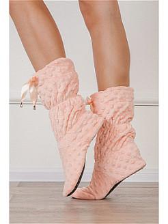 Женские тапочки: удобная и уютная обувь для дома