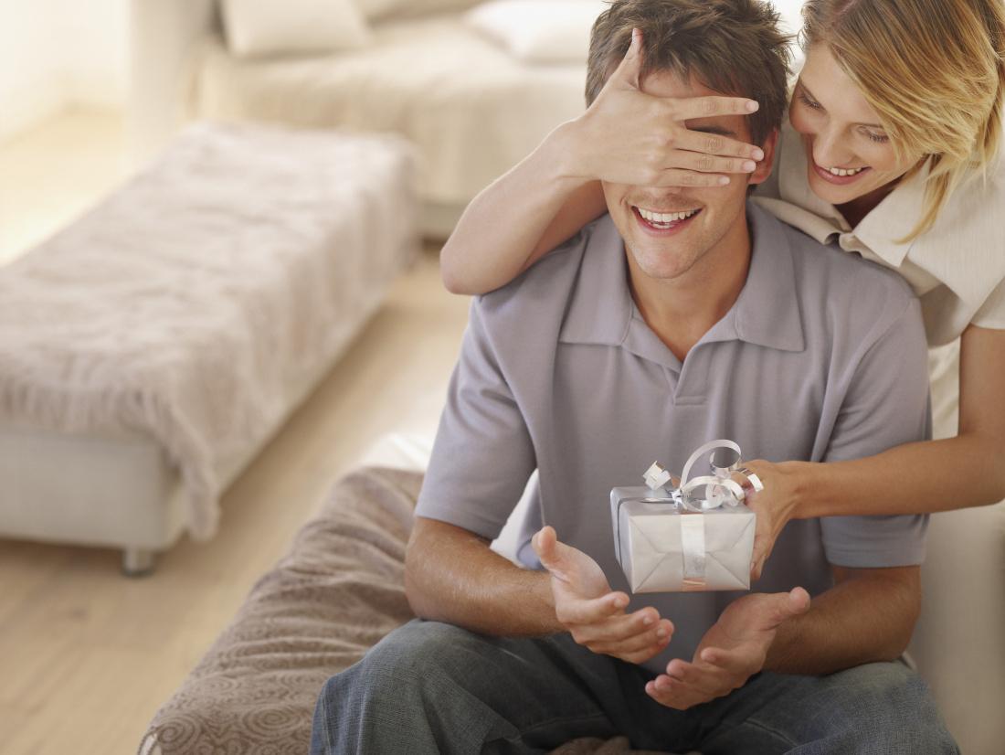 Что подарить на 23 февраля мужу, папе, коллегам по работе