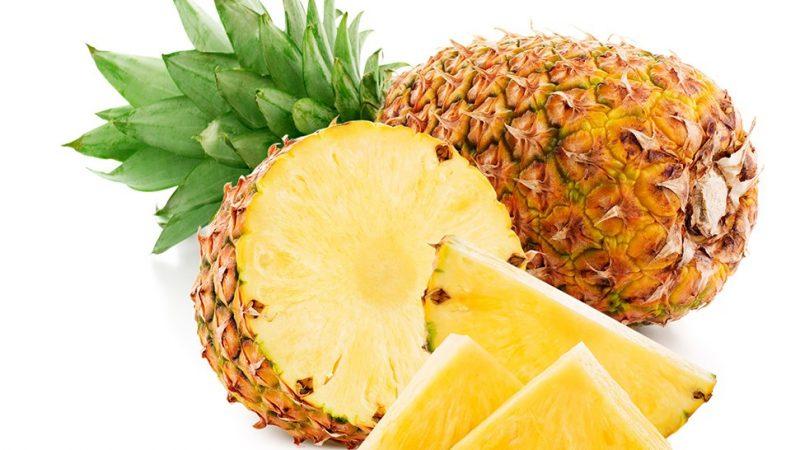 Салаты с консервированными ананасами — популярные рецепты